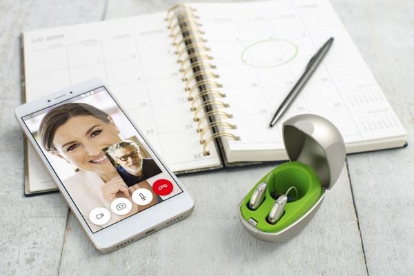 Téléphoner avec des appareils auditifs est très facile via une application