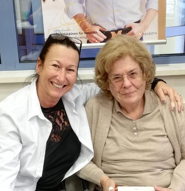 Friederike mit Ihrer Neuroth-Hörakustikerin