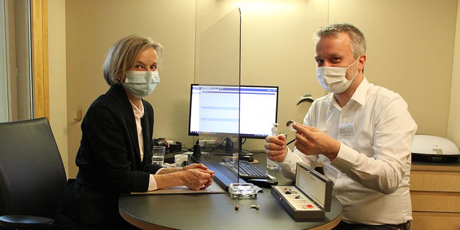 Marianne Pfister, Spitex Schweiz, bei der Hörberatung